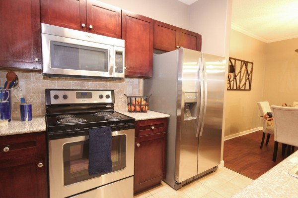 Kitchen at Lincoln Melia Medical Center Apartments in Houston