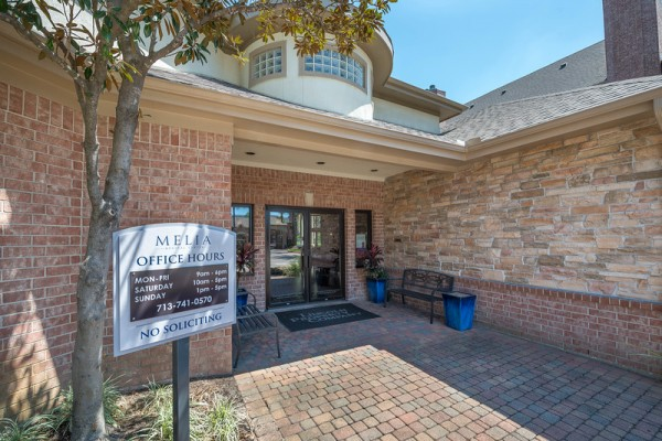 Entrance at Lincoln Melia Medical Center Apartments in Houston