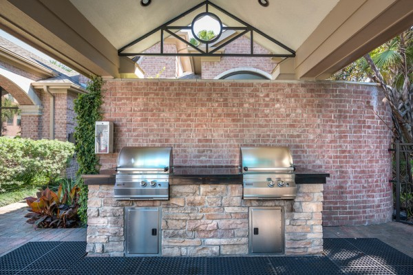 Outdoor covered grilling stations at Lincoln Melia Medical Center Apartments in Houston