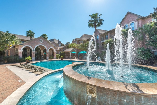 Fountain and pool at Lincoln Melia Medical Center Apartments in Houston